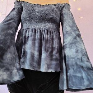 OFF THE SHOULDER FLOWY SLEEVE TOP